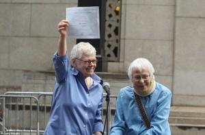 Due donne lesbiche si sposano a New York