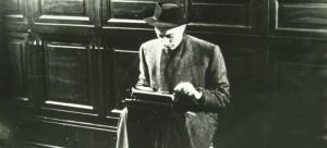 Montanelli alla macchina da scrivere