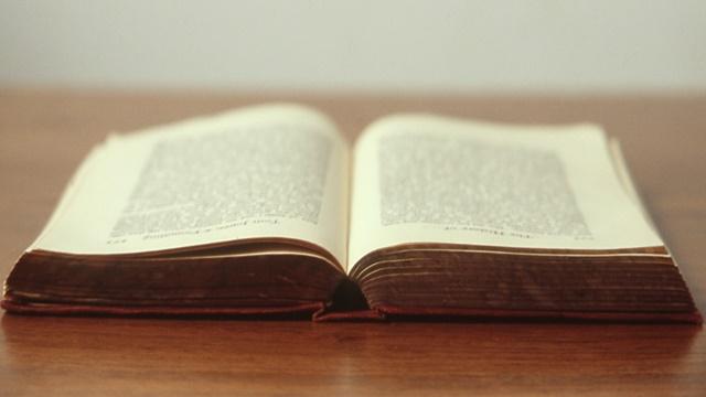 L'anello dei Faitoren, il romanzo fantasy di Emily Croy Barker edito da Giunti